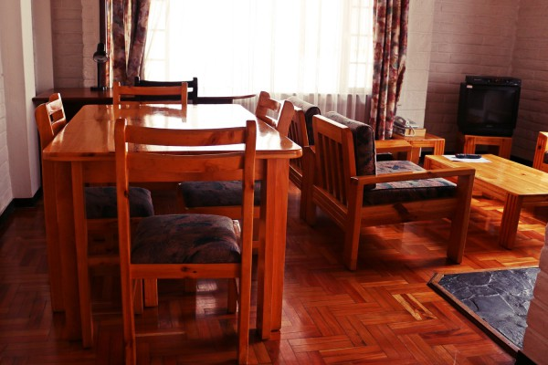 Sala de estar y comedor - Apartamento con dos dormitorios - 4 camas