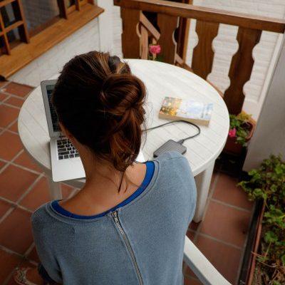 quito-apartamentos-los-quipus-trabajar-en-el-balcon